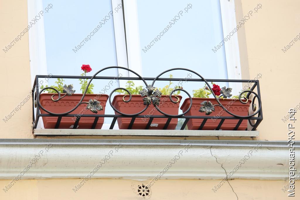 Кованые подставки под цветы на окна.